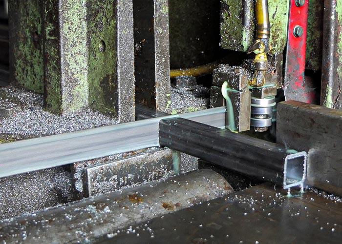Vierkantrohre zusägen   BREU Baustoffe